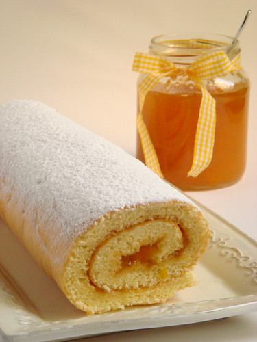 Sponge-cake roll with apricot marmalade