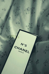 N5/ 85,888 views =D (- M7D . S h R a T y) Tags: paris perfume random chanel n5 wordbyme inafternoon85888 allrightsreserved