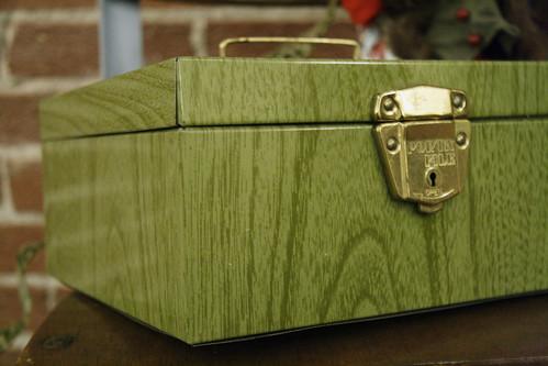 Green Fois Bois Metal Box