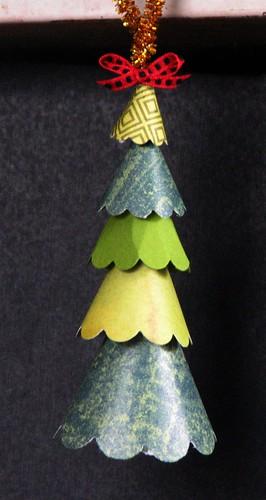 Scallop Tree Ornament 012