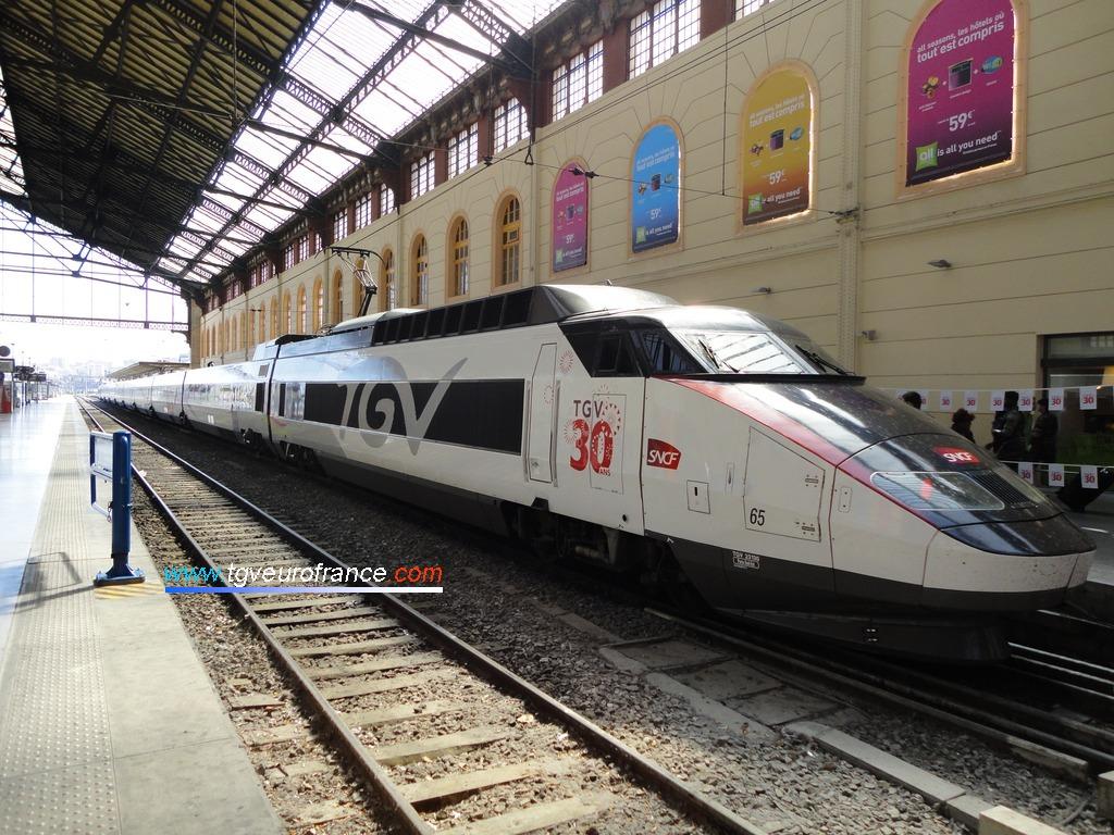Vue de la rame TGV Expérience en stationnement voie A à Marseille Saint-Charles