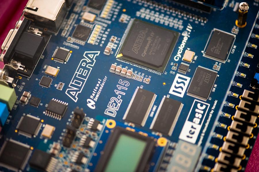 FPGA programming at kwartzlab 028