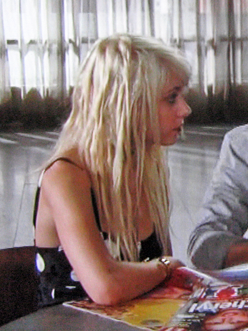 Taylor-Momsen-hair-twists-faux-dreads