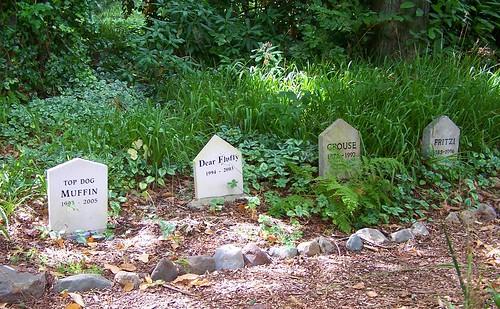 Mount Usher Gardens, pet cemetary