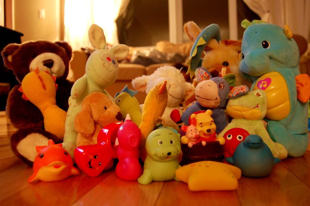 Tupperware 1 : Toys 0