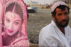 Mullah & Bollywood (Ameer Hamza) Tags: pakistan sea beard indian business views hamza wanderer mullah snappy pak quicksnap pathan middleage pashtun mqm karachibeach pakistaniat ilovekarachi adhia ameerhamzaphotography classickarachi gettyimagespakistanq1 gettyimagespakistanq2