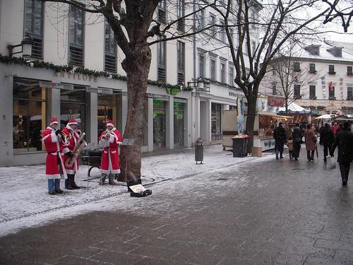 Carol Singers along Schillerstraße