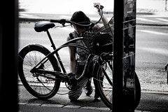 Chain Repair (Mikael Colville-Andersen) Tags: bike bicycle fix copenhagen off chain repair damaged københavn cykel streetstyle cykler kæde copenhagencyclechic lpdamaged velopassioncc