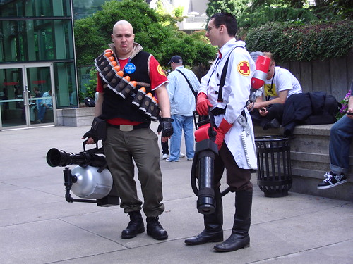 Team Fortress 2 Heavy and Medic consulting