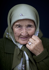 Old woman, Kyrgyzstan (Eric Lafforgue) Tags: old portrait people woman face asia hand main human kirgizstan kyrgyz centralasia kyrgyzstan gens visage vieille 3504 bishkek kirghizistan lafforgue  humainpersonne