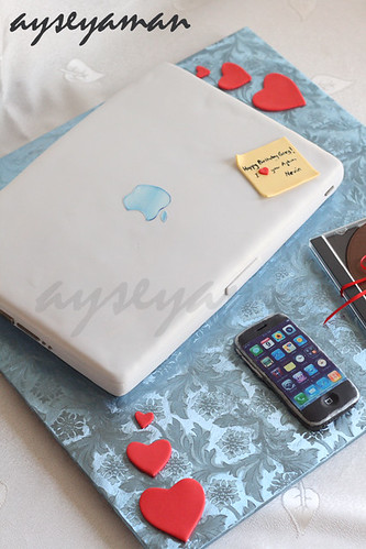 Apple Laptop ve iPhone Pastası