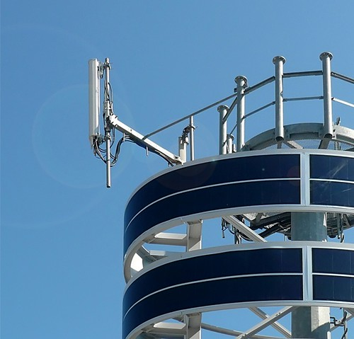 The photovoltaic tower can be affixed to existing cell phone towers to produce on-site electricity to power broadcasting equipment. (Courtesy MDAA)