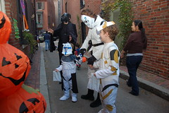 Beacon Hill Halloween (Chris Devers) Tags: autumn holiday fall halloween boston pumpkin ma jackolantern trickortreat massachusetts bostonma 2009 beaconhill trickortreating cameranikond50 exif:exposure_bias=0ev exif:exposure=0017sec160 exif:focal_length=18mm lens18200vr exif:aperture=f40 camera:make=nikoncorporation exif:flash=autofiredreturndetected camera:model=nikond50 meta:exif=1257920470 exif:orientation=horizontalnormal exif:lens=18200mmf3556 exif:filename=dscjpg exif:vari_program=auto exif:shutter_count=37771 meta:exif=1350400391