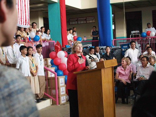 Hillary addresses Malanday HS kids