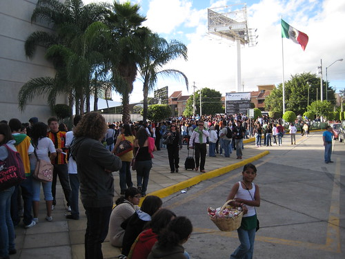 crowds line up