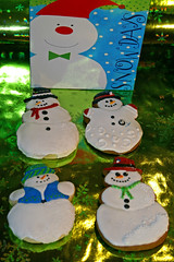 Snowmania (alicakescupcakery) Tags: blue red white green cookies snowmen alicakes alicakescupcakery