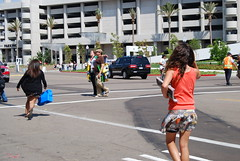 sdcc2009 / twitards running after R Pattz car