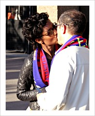 Pentacampions . (Itotti69) Tags: barcelona sunglasses topv111 canon happy football kiss couple pareja gafas alegria futbol barça 2009 beso bufanda fcb ulleres parella blueribbonwinner blaugrana petó views100 eos400d anawesomeshot pentacampions