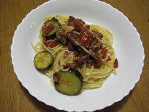 生ハムとドライトマトとなすびのスパゲティ