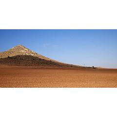 Colina (Antonio_Luis) Tags: azul del de cabo paisaje cielo campo gata colina montaa almeria solitario cortijo roja tierra fraile