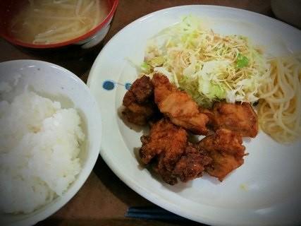 今日も青学で昼食。唐揚げ定食。油っこくなく良い。