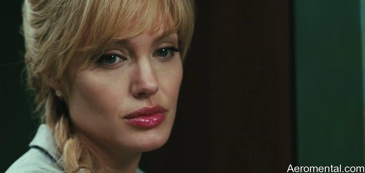 Angelina Jolie Salt labios gigantes