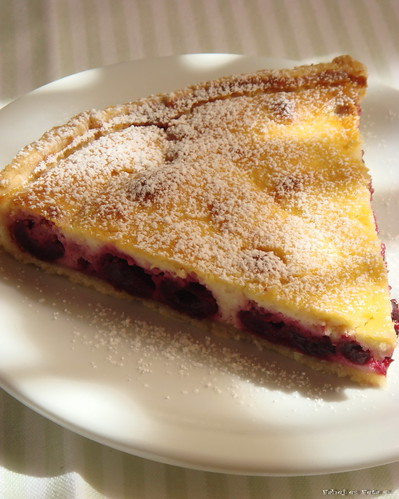 sourcherry pie with almond1