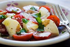 Tomato & Mozzarella (Jonathan Craddock) Tags: black cheese canon tomato recipe salad starter olive fresh virgin oil basil vinegar balsamic peppercorns extra reggiano mozzarella parmigiano 24105l 40d