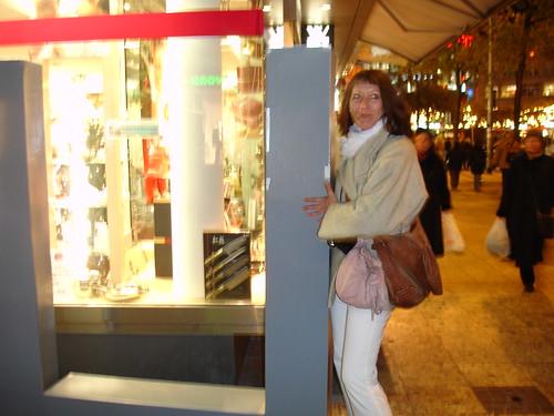 Lela schiebt das L aus LIEBE. Dezember 2005