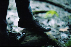 (SHIYA) Tags: film feet woods shoes