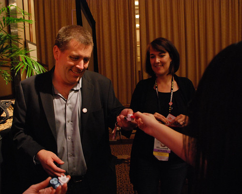 Peter Shankman selling Pokens at Affiliate Summit East