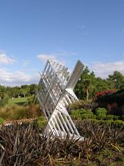 2007-12-23-Stoneleigh-2007-07-02-Manulele (Running Bird) (russellstreet) Tags: newzealand sculpture auckland nzl manukau filipetohi aucklandbotanicalgardens sculpturesinthegarden2007 stoneleighsculpturesinthegarden2007 manulelerunningbird