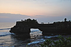 Sunset Arch at Tinah Lot (rosswebsdale) Tags: sunset sea bali cloud sun rock indonesia temple coast arch indo 2009 bintang tanahlot seminyak