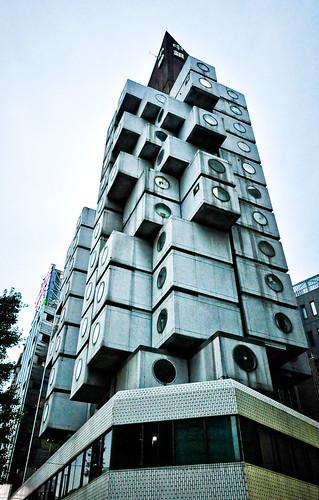 La torre de cápsulas Nakagin class=