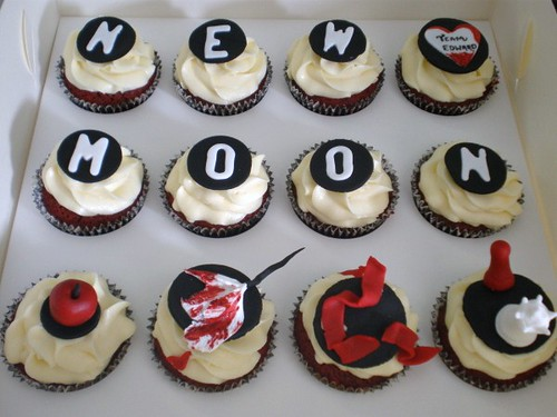 New Moon & Twilight Themed Cupcakes
