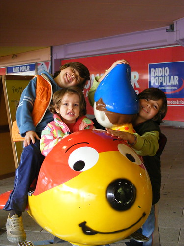 A day out with three smiling kids.... (by Loca....)