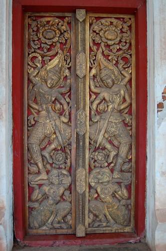 Sithan Neua Sim Door