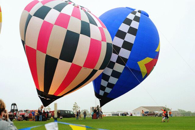 2-hot-air-balloons