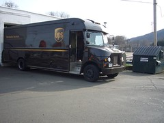 UPS 132281 (2001 Freightliner) (R36 Coach) Tags: 2001 newyork ups van package suffern freightliner packagecar