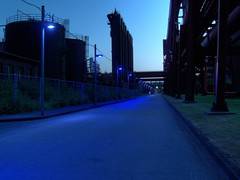 blue zollverein (c-h-l) Tags: lighting street longexposure blue light color night germany deutschland licht essen industrial nightshot nacht strasse unescoworldheritagesite unesco nrw blau industrie 2009 hdr beleuchtung zollverein zeche zechezollverein kokereizollverein kokerei weltkulturerbe langzeitbelichtung routeindustriekultur cokingplant zollvereincokingplant routederindustriekultur europeanrouteofindustrialheritage zollvereincoalmineindustrialcomplex
