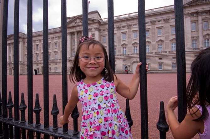 Chloe at the Gates of Buckingham Palace