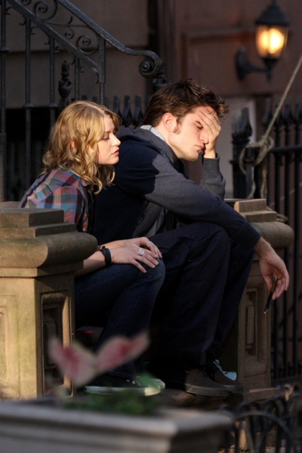 escena con Robert Pattinson y Emilie de Ravin