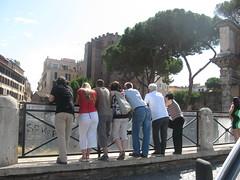 t'embevi de fori e de scavi (terevinci) Tags: street city people urban italy rome roma tourism italia group tourist persone foriimperiali turisti citt onlookers canon570is