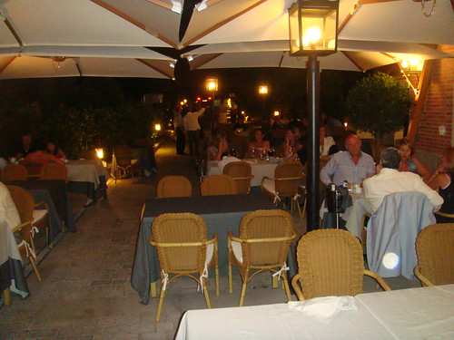 Detalle de mesas en la terraza