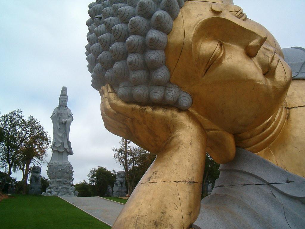 buddha eden quinta dos loridos