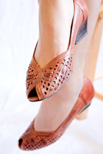 Vintage brown lattice peeptoes 6.5