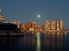 NOCTURNA LUZ Y MATERIA. (costadelsol59) Tags: moon port marina puerto spain harbour yacht luna microsoft octopus nocturna greatshot malaga paulallen reflejos yate puertodemalaga costadelsol59