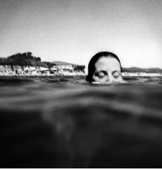 (massi_pugliese) Tags: sea portrait blackandwhite bw blur film girl mare underwater toycamera grain bn ritratto bianconero ragazza grana pellicola audel artlibre autaut massimilianopugliese