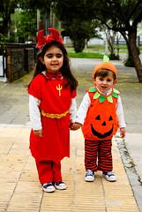 (AV4TAr) Tags: portrait orange halloween kids mc retratos diablo calabaza dm 2009 d80 av4tar retratosdefamilia diablilla
