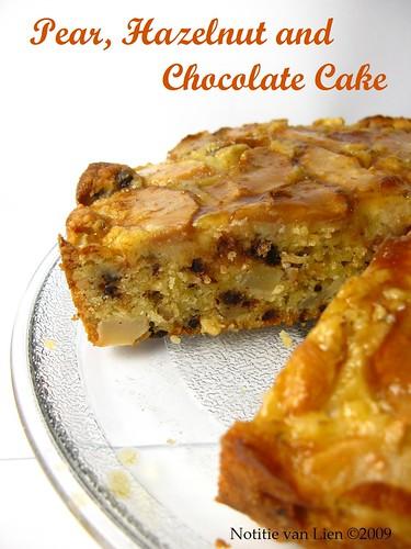 Peer, hazelnoot en chocolade taart